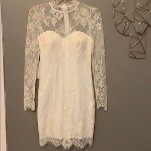 Bebe scallop lace dress